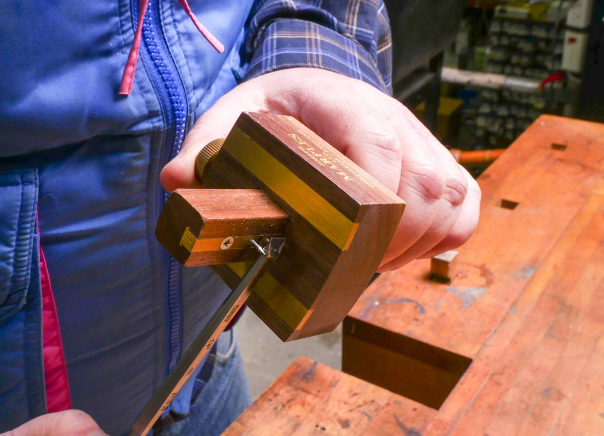 How to Cut a Groove in a Frame By Hand and Without a Plow Plane  2