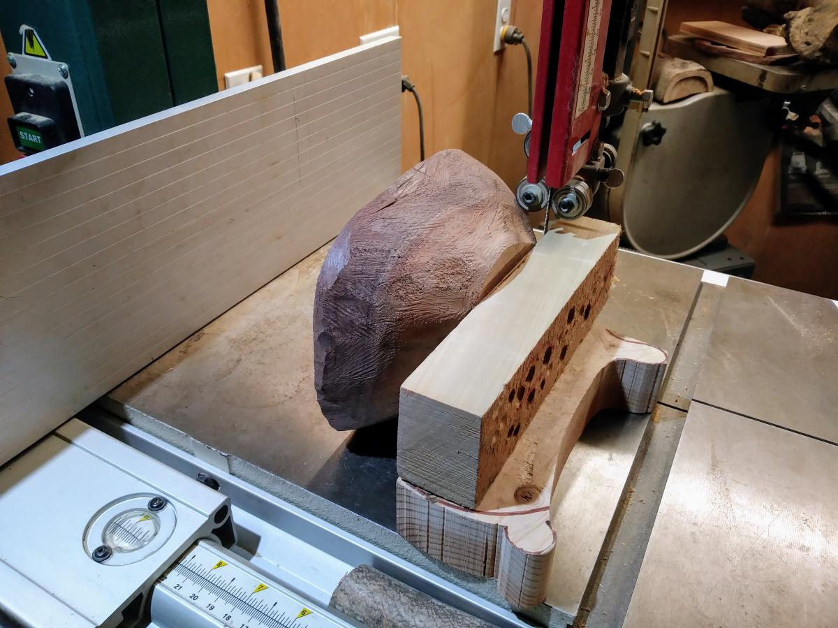 Carving A Live Edge Bowl - Part 3 11
