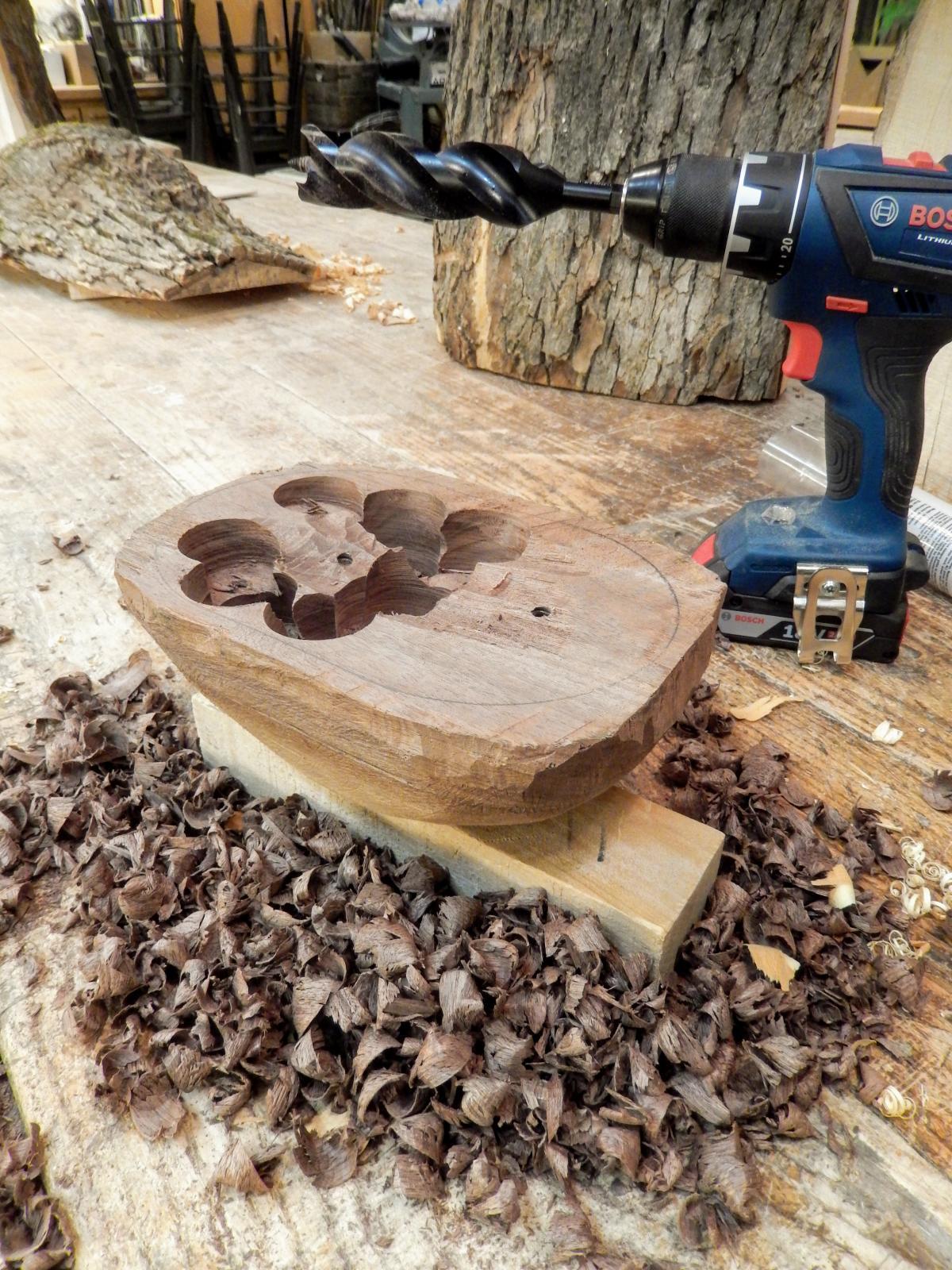 Carving A Live Edge Bowl - Part 3 4