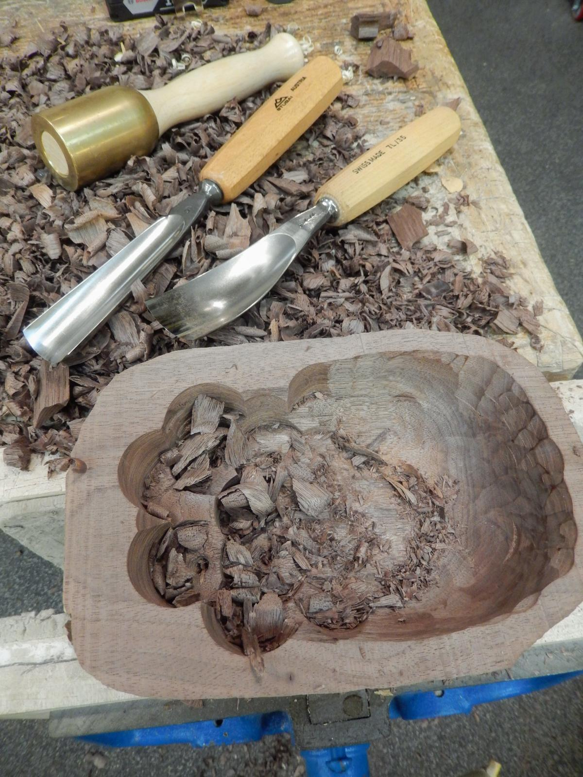 Carving A Live Edge Bowl - Part 3 5