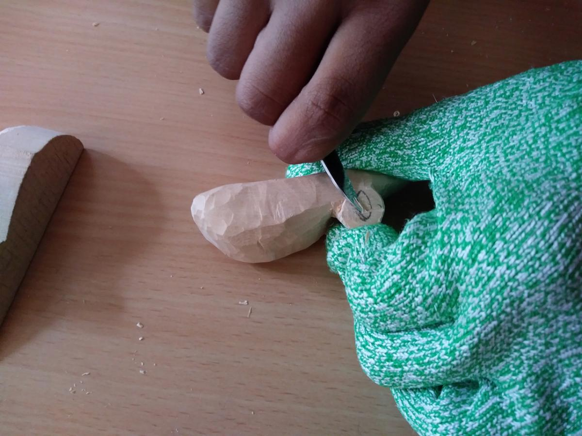 Carving a Mouse (The Teaching of Whittling This Fall - Continued pt3) 18