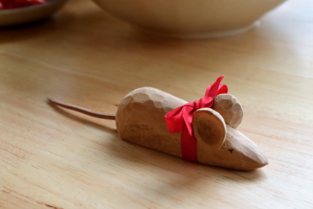 Carving a Mouse (The Teaching of Whittling This Fall - Continued pt3) 16