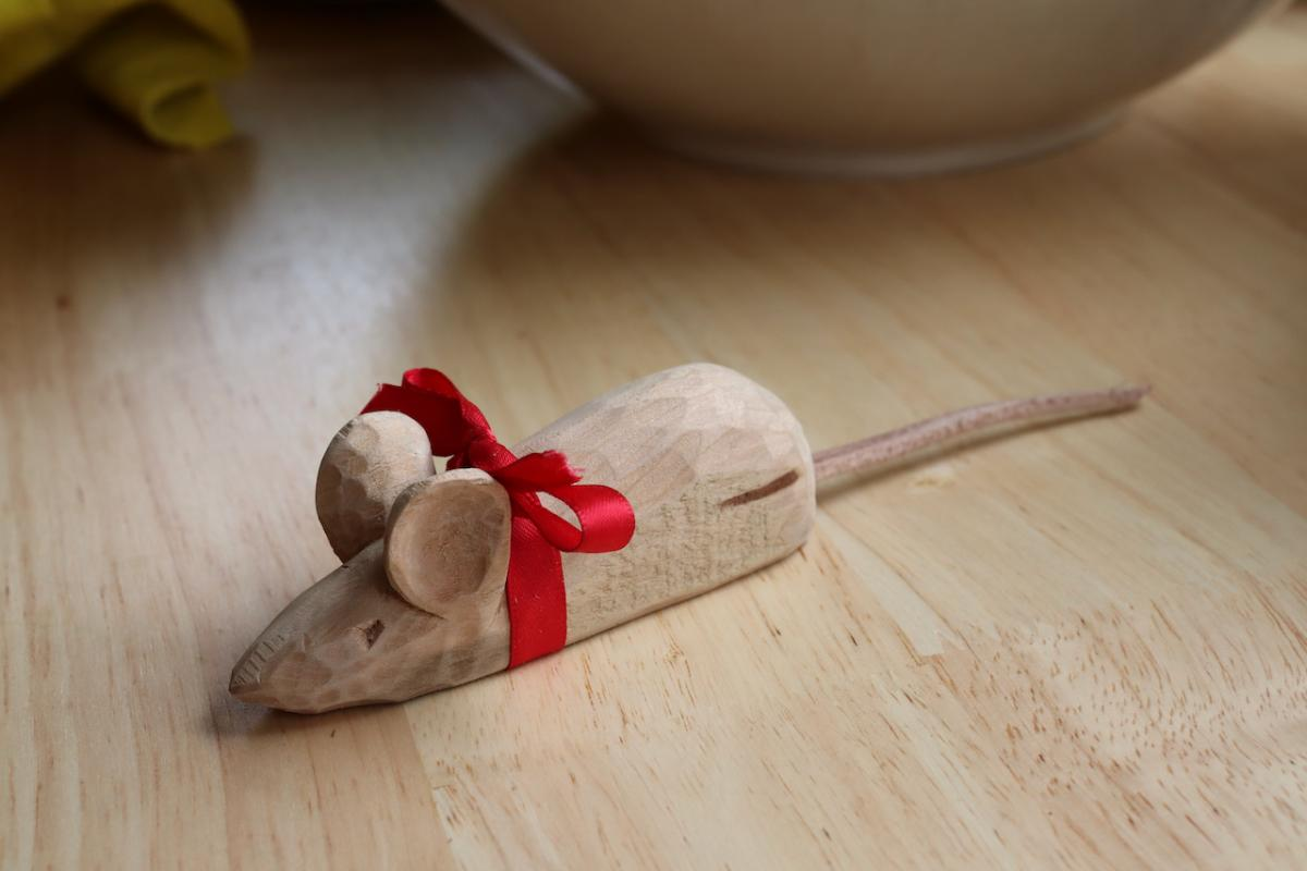 Carving a Mouse (The Teaching of Whittling This Fall - Continued pt3) 17