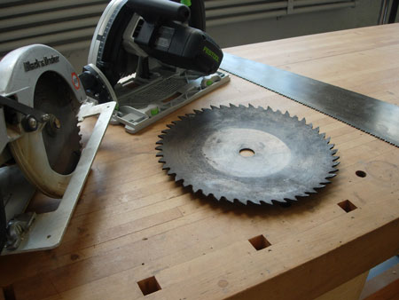 How to Saw a Circle with a Circular Saw. 4