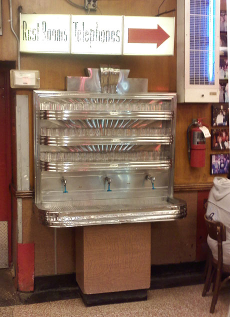 The Finest Waterfountain in New York City - Katz's 4