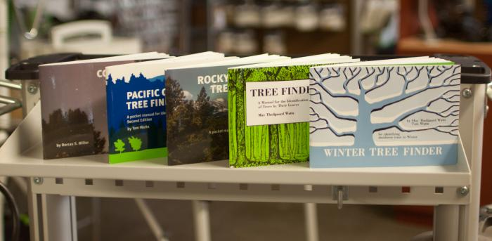 Pocket Tree Finders by Nature Study Guild - Pocket Finders by Nature Study Guild